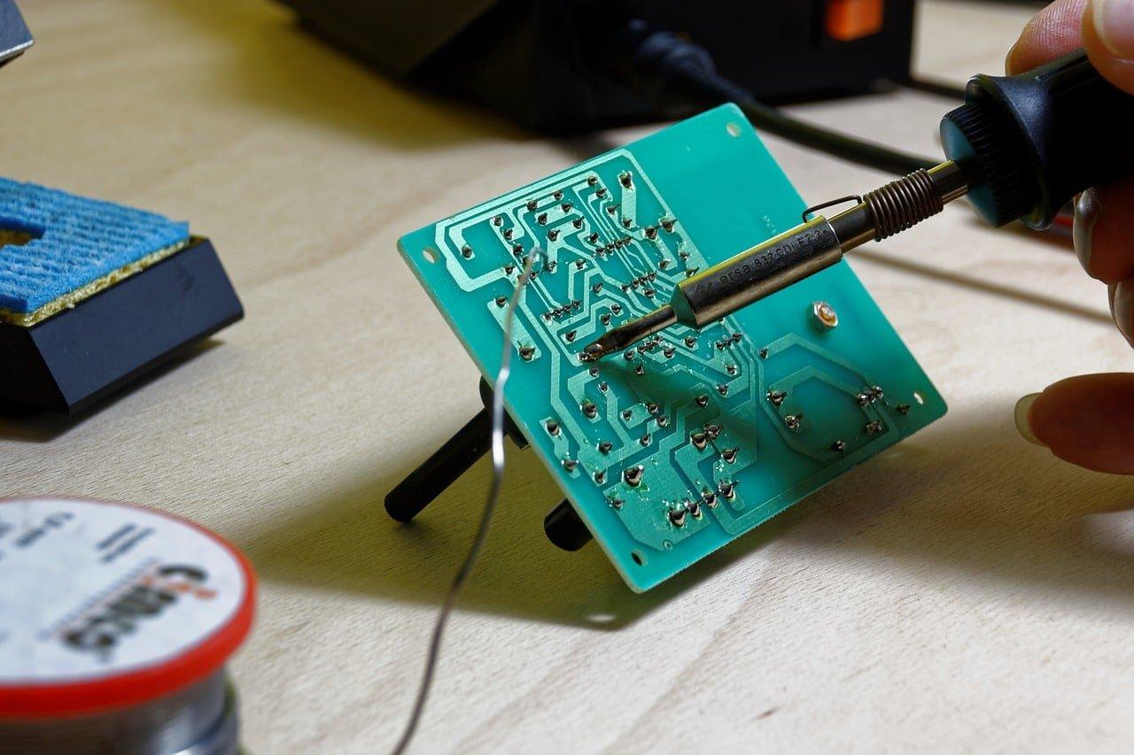 ماهي الهندسة الكهربائية: ماذا يمكنك أن تفعل مع شهادة الهندسة الكهربائية؟